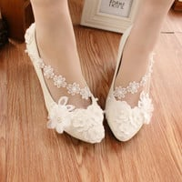2017 New Fashion Brand Woman Wedding Shoes Lace White Bridal High Heels Pumps Party/Dress Shoes Pointed Toes Size EU35-40 Z690