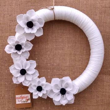 Black and white wool felt flower wreath, white yarn and felt flower wreath, chic floral wreath, large 14 inch size, ready to ship