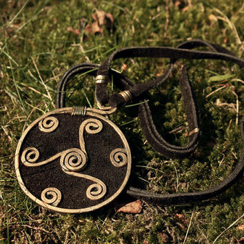Triskelion pendant • Dwarven necklace • Fantasy necklace • LARPing jewelry • Celtic jewelry • Medieval jewelry • Statement necklace