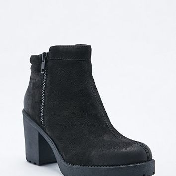 Vagabond Grace Padded Ankle Boots in Black - Urban Outfitters