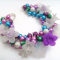 Pearl Beaded Bracelet With Flowers  Elegance  Free by KIMMSMITH