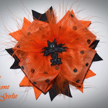 Halloween hair bow , orange and black cat bow , baby Halloween , girl Halloween bows , toddler bow , hair clip , marabou puff