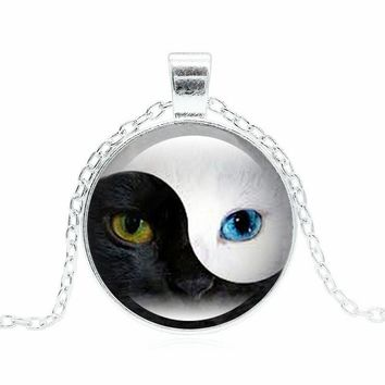 Unique YIN YANG Cat Pendant Necklace Personality Blue Cat Eye Silver Glass Dome Round Choker Necklace for Women Men Jewelry