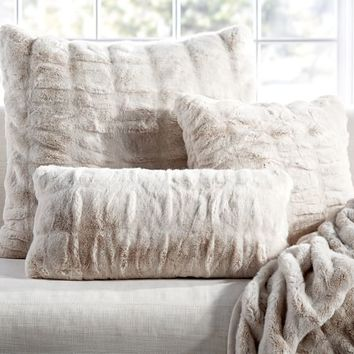 RUCHED FAUX FUR PILLOW COVER - IVORY