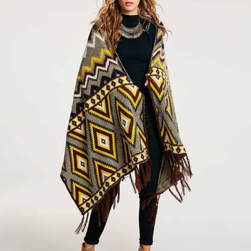 Chicloth Color Block Geometric Pattern Warm Wrapped Women's Cape