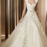 Caps Sweetheart Lace Appliques Princess Ivory A Line Wedding Dress 2012 ---- US$ 436