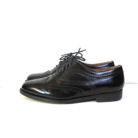Vintage men's black leather wingtip shoes // size 9