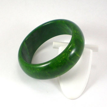 Bakelite Bracelet , Vintage Spinach Marbled Green Bakelite Bangle Bracelet , Vintage Jewelry