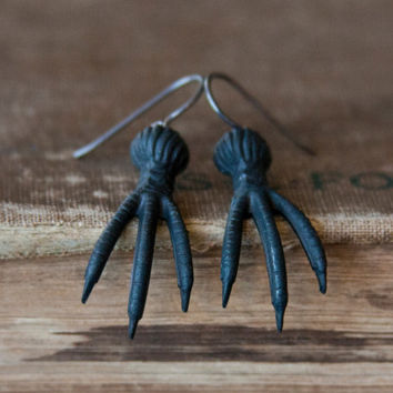 Claw Earrings - Crows Feet Dark Metal Goth Animal Talon Jewelry