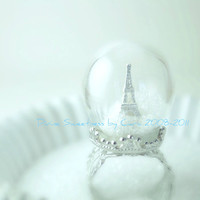 Winter in Paris Ring. Snow Globe. Eiffel Tower Ring. Paris. Pyrex Glass Dome. Diorama Jewelry. Waterless. Holiday. Valentine.
