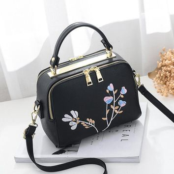 Dinaseuk New Arrival Flower Knitting Women Handbag Fashion Purse Shoulder Bag Small Casual Cross Body Bag Retro Totes Messenger