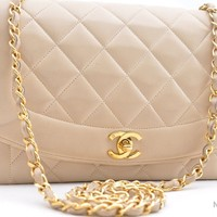 Auth CHANEL Lamb Skin Matelasse 25 Shoulder Bag Old Model 37143
