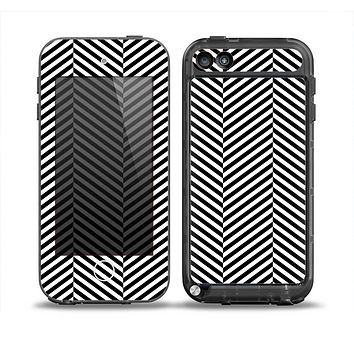 The Black and White Opposite Stripes Skin for the iPod Touch 5th Generation frē LifeProof Case
