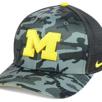 ICIKG8Q NCAA Michigan Wolverines Mesh Camo Flex Fit Hat