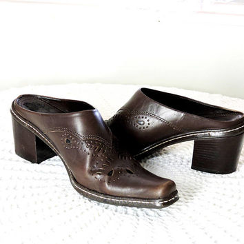 Vintage leather mules / size US 7 / EU 39 / brown western booties / clogs / 90s pointed toe cowboy mules / Gianni Bini / made in Brazil