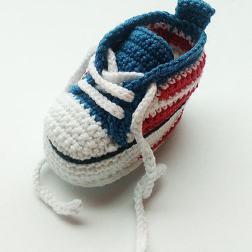 Crochet baby sneakers, Crochet sneakers, Converse shoes, Crochet shoes, Baby booties, Baby shoes, crochet slippers, toddler shoes, baby gift