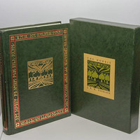 "Best Books, ""The Hobbit"", JRR Tolkien, Deluxe Edition in Slipcase, famous books, LOTR, Books to Read, Literary Gifts, Middle Earth, Bilbo"