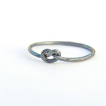 Love knot silver ring, oxidized silver thumb ring, hammered sterling silver infinity knot ring, delicate ring jetteam