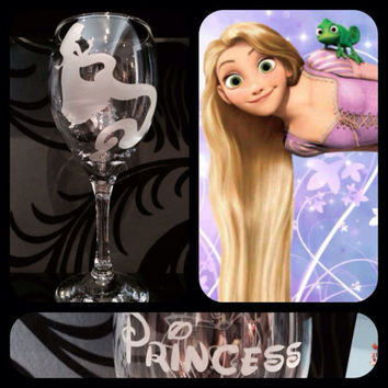 Personalised Disney Princess Silhouette Wine Glass With Free Name Engraved In Disney Font. Totally Unique Gift For Any Disney Fan!