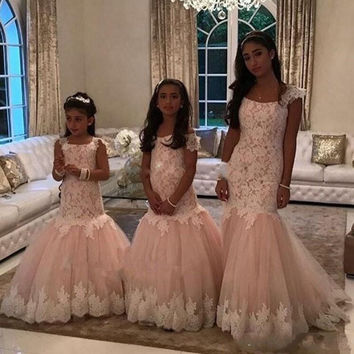 HQ 2017 Cute Cheap Flower Girls Dresses Blush Pink Mermaid Lace Appliques Tulle Long Sweep Train Birthday Communion Dresses