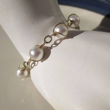 "Sarah Coventry "" Pearl Swirl "" vintage pearl and gold wire bracelet"