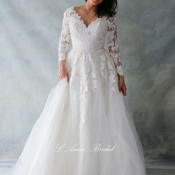 Simple Retro heavy  heavy Bling Elegant Long sleeve Wedding Dress ,V neck bride Gown with French Lace