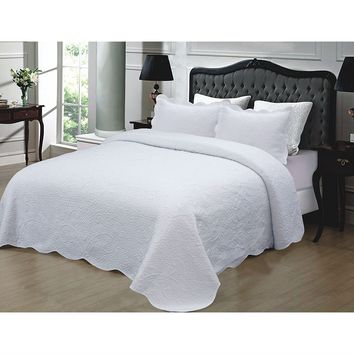 King size 3-Piece Quilted Cotton Bedspread in White with Shams