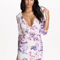 Deep Plunge Printed Dress, NLY One