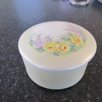 Ceramic hand painted trinket box signed lace detail yellow roses vintage 80s.