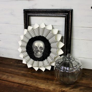Vintage Halloween Skull Wreath - Shabby Chic - Vintage Wreath - Halloween - Vintage Skull - Black White Wreath - Vintage Halloween