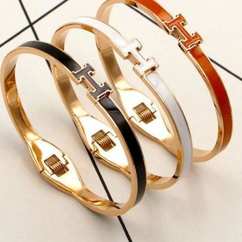 ac NOVQ2A Hermes Color alphabetic non - colored hand ring female han version of the simple girl gold titanium bracelet jewelry.