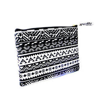 Black Tribal Cosmetic Purse,Zipper Pouch,Handbags,Travel Purse,Clutch,Cosmetic Bag,Makeup Bag,Cosmetic Organizer,Toiletry Bag,Pencil Case