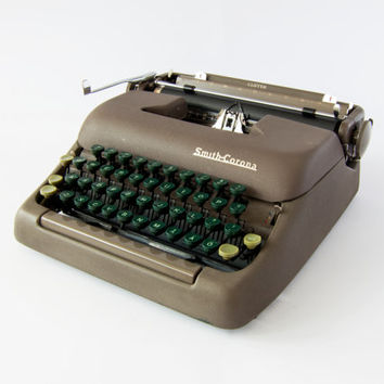 Sandstone Brown Colour Vintage 1950s Smith Corona Clipper Mechanical Typewriter, Umlaut Swedish Green Keys Å Ä Ö