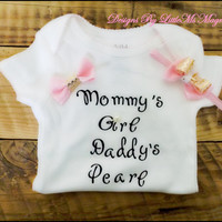 "Baby Girl Clothes or baby Shower Gift ,Headband Set, ""Mommy's Girl"""