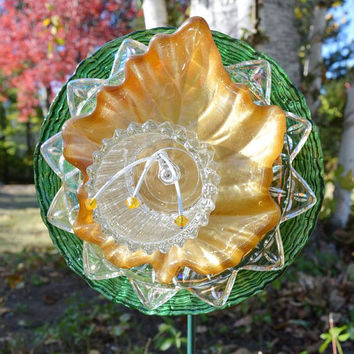Green Gold Flower, Autumn Leaf Art, 2.5 Foot Garden Art, Glass Plate Flower, With Garden Stake, Vintage Fall Home Decoration