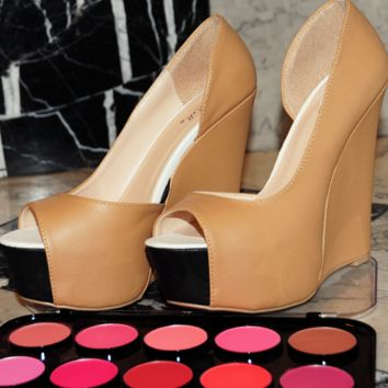 Going In Style Wedges: Tan