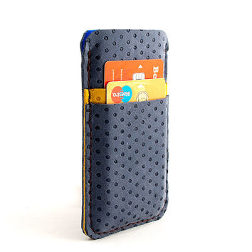 Leather iPhone case. Nubuck leather blue iPhone 5 sleeve with pocket for Creditcard. iPhone 5/5s leather sleeve. two-color look. Wool felt