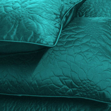 "Cotton Teal blue twin size quilted bedspread with 2 pillows in size 108""x90"" and 20""X26"""