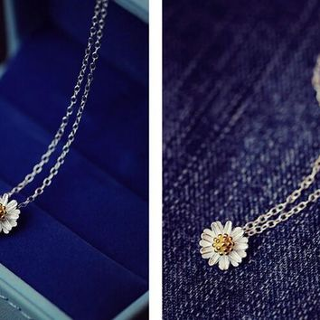 womens cute daisy pendant necklace gift 92  number 1