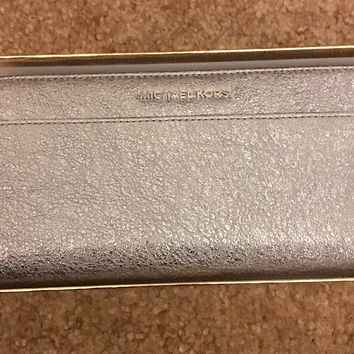 AUTH MICHAEL KORS WALLET ZA CONTINENTAL LEATHER ZIP AROUND SILVER GLITTER NWT