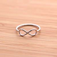 simple INFINITY ring, in silver | girlsluv.it - handmade jewelry collection, ETSY, Artfire, Zibbet, Earrings, Necklace