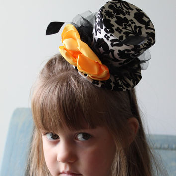 SALE - Mini Top Hat - Mad Hatter Hat - Girl's Birthday Top Hat - Mini Top Hat in Black and White