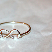 SILVER INFINITY RING / handmade hypoallergenic sterling silver wire-wrapped ring  / ft. sterling silver / gifts under 25