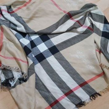 DCCKIN2 Womans Burberry scarf