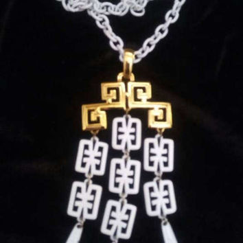 Trifari Statement Necklace - Vintage White & Gold Jewelry - 1960's 1970's - Mad Men Mod Era Accessories - Old Hollywood Glam