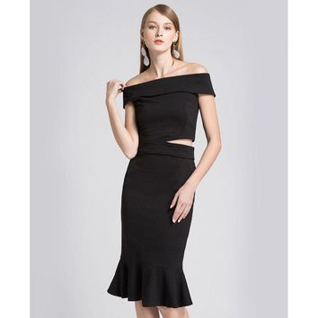 A one-word neck dress with a slim fish-tail wrap dress for a dinner party