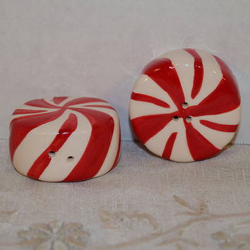 Peppermint Salt & Pepper Shakers Vintage Christmas Shakers Ceramic Salt Pepper Shaker Christmas Decor Christmas Dinner Serving Holiday Table