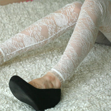 Cream white lace leggings with vintage style roses