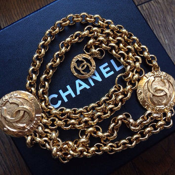 Vintage CHANEL golden double chain belt with two large CC round motif charms. Rare and Gorgeous belt. Can wear as necklace too