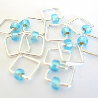 Small Snag free knitting stitch marker | Square-shaped | Stitchmarker | Knitting marker | Gift for Knitters | silver with blue beads | #0620